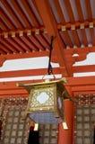 Japansk lykta på den Inari relikskrin Arkivbilder