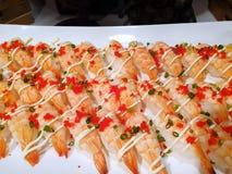 Japansk matstil, bästa sikt av ebisushi eller räkasushi med majonnäs royaltyfri fotografi