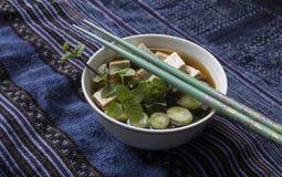Japansk misosoppa med tofuen och wakame Royaltyfri Fotografi