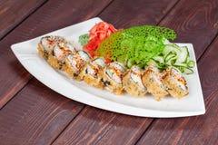Japansk nationell populär kokkonst Sushi, ris och fisk Smakligt tjänade som beautifully mat i en restaurang, kafé royaltyfria foton