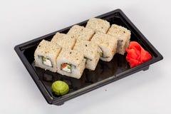 Japansk nationell populär kokkonst Sushi, ris och fisk Smakligt tjänade som beautifully mat i en restaurang, kafé royaltyfria bilder