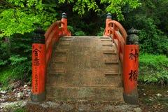 Japansk naturplats med bron Royaltyfri Bild