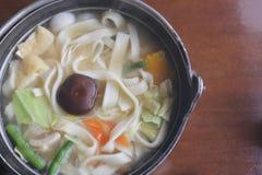 Japansk nudelsoppa av UdonRamen (i japansk matlagning) royaltyfria bilder