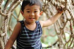 Japansk pojke i idrotts- fält Royaltyfria Foton