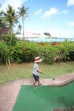 Japansk pojke som spelar med att sätta golf Royaltyfri Foto