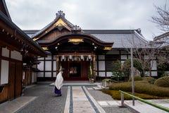 Japansk präststråkföring arkivbilder
