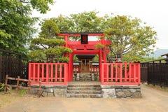 Japansk röd relikskrinarkitektur royaltyfria foton
