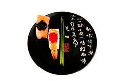 japansk rökta sushi för plattaräka lax royaltyfria foton