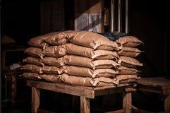 Japansk säck för vita ris i ladugård arkivfoto