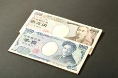Japansk sedelyen 10000 yen och 1000 Arkivfoton
