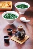Japansk skulluppsättning och soppa från havsväxt fotografering för bildbyråer