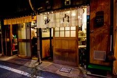 Japansk stångTokyo Shibuya skull dricker litet Arkivfoton