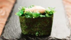 Japansk sund skaldjur Sushirulle, makroskott Fotografering för Bildbyråer