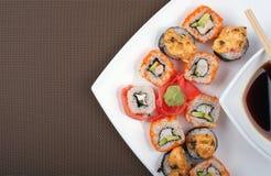 Japansk sushi på en platta med utrymme för text Royaltyfria Bilder