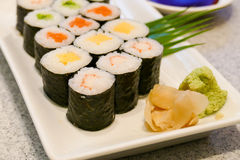 Japansk sushi, wasabi och soya Arkivfoto