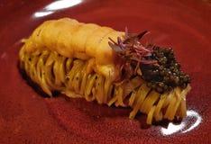 Japansk tagliolini för havsgatubarn med kaviaren Fotografering för Bildbyråer