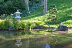 Japansk trädgård i den Budapest zoo royaltyfria bilder