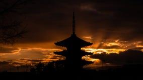 Japansk trefaldig tornkontur fotografering för bildbyråer
