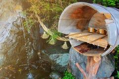 Japansk vattenskopa och simulerat vatten arkivfoto