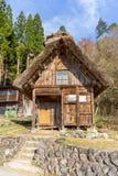 Japanska Gassho-stil hus Shirakawa-går in den traditionella byn Arkivfoton