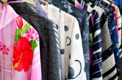 Japanska kimonon på skärm Arkivfoton