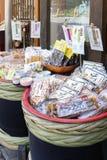 Japanska lokala livsmedelsprodukter sålde på den Arima Onsen byn i Kobe, Japan Arkivbild