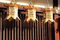 Japanska lyktor i den Shimogamo relikskrin, Kyoto Fotografering för Bildbyråer