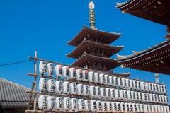 Japanska lyktor på den Asakusa templet, Japan Arkivbild