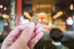japanska pengar för 5 yen mynt, slut upp Arkivbilder