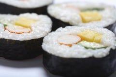 japanska rullsushi Fotografering för Bildbyråer
