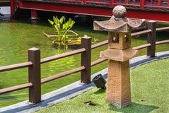 Japanska stenlyktor, utomhus- trädgårds- belysning Arkivbild