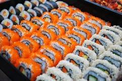 Japanska sushi. Arkivfoton