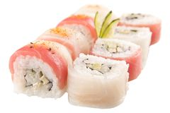 Japanska sushirullar på vit bakgrund Royaltyfri Fotografi