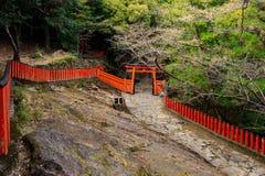 Japanska Torii och staket arkivfoto