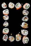 Japanska traditionella sushirullar med rökte ålfyllningar, slut upp arkivfoton