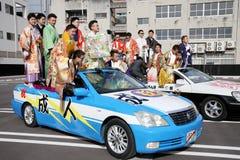 Japanska unga män som bär den traditionella kimonot Royaltyfri Bild