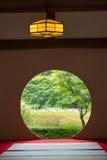 Japanskt hus med det runda fönstret royaltyfri fotografi