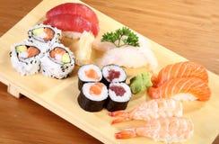 Sushi pläterar Arkivfoton
