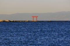 JapanTorii port i vattnet Royaltyfri Foto