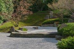 Japanträdgård av att applicera vatten i Berlin Vagga trädgården Arkivbild