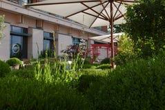 Japanträdgård i hotell fotografering för bildbyråer