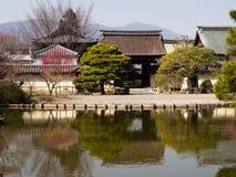 Japanträdgård med damm Royaltyfri Fotografi