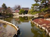 Japanträdgård med damm Arkivbilder