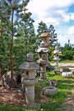 Japanträdgård med lyktan fotografering för bildbyråer