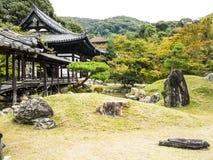 Japanträdgård och bro Arkivbild