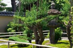 Japanträdgård av den Daitokuji templet Kyoto Japan Arkivbild
