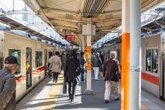 Japończycy przelotowej wymiany lokalnej linii od pociągu pociąg w Kobe linii dla Sannomiya & Himeji staci Obrazy Royalty Free