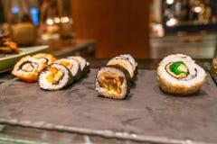 Japończyk Futomaki w bufet restauracji obraz royalty free