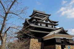 Japończyka kasztel z niebieskiego nieba tłem Obrazy Stock