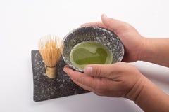 Japończyka Matcha herbata w ręce Obrazy Royalty Free